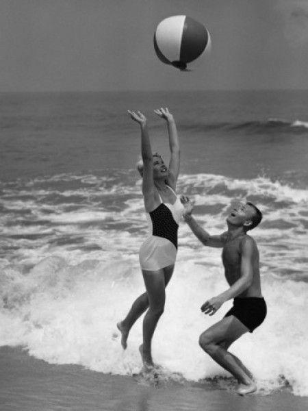 We Love: Retro Beach Photography – Laura