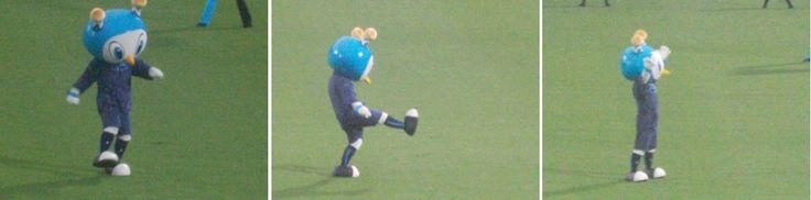 Yokohama FC gegen JEF United Ichihara Chiba in Nippatsumitsuzawa-stadion 23.08.2015 横浜FCvsジェフユナイテッド市原・千葉 2015年度J2第30節 ニッパツ三ツ沢競技場 | Furimaru trat einen Ball ins Tor…?