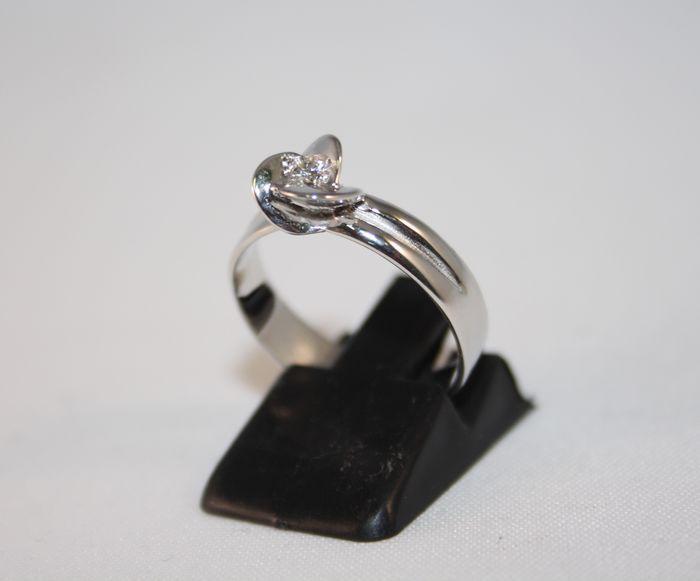 Solitaire ring in 18 kt goud met diamant (G VVS 018 ct)-grootte 15  Solitaire ring met de instelling van de instructie.18 kt witgoud (750/1000).natuurlijke 018 ct diamond G/VVS met de instelling van de bloem.Gewicht: 37 gGrootte: 15.Omtrek: 55Box inbegrepen.Ingeschreven en verzekerde verzending.  EUR 1.00  Meer informatie