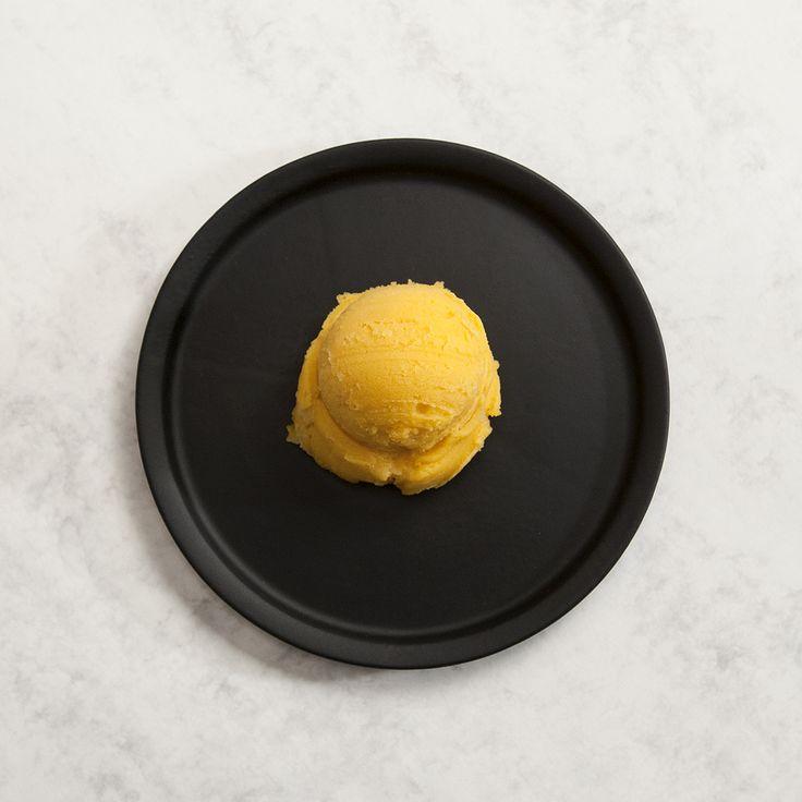 Mango-Maracuja Eis von Rosa Canina Berlin  #mango #maracuja #icecream #fooddesign #food #foodblogger #foodblog