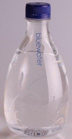 Molecule 555 Collection fa parte della collezioni di bottiglie in PET personalizzate.  Modalità di personalizzazione - l'etichetta fino a quattro colori (quadricromia);  - stampa diretta sulla bottiglia a due colori;  - integrale sleeve.   Per maggiori informazioni: http://bestpromotion.it/index.php/acqua-e-bevande/acqua-personalizzata/acqua-molecule-555-55cl-personalizzata.html