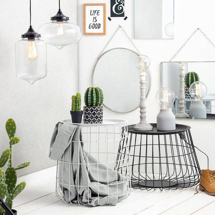 Stoer wonen met metalen draadmanden en stijlvolle spiegels. Wat vind jij van deze look? #xenos #spiegels #draadmanden #lampen #inspiration #decoration #woonstijl #stoer #metaal #mirror