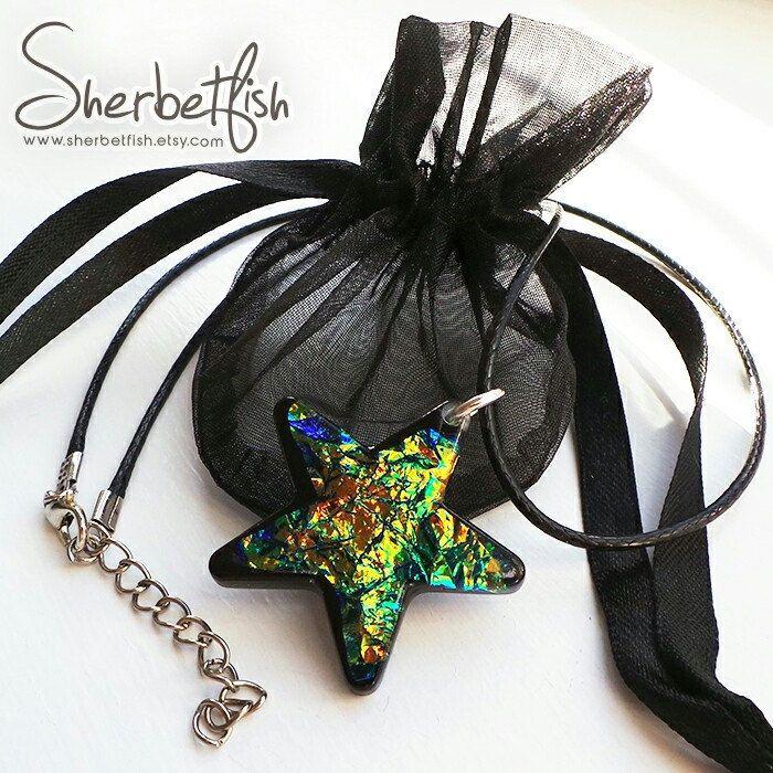 Glitsy resin star & gift bag 💚