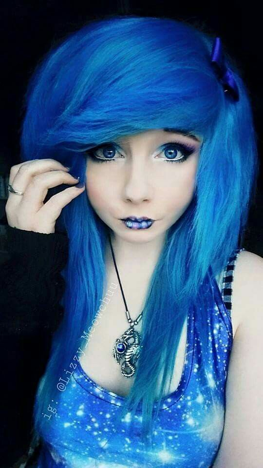 I just love how blue her hair is