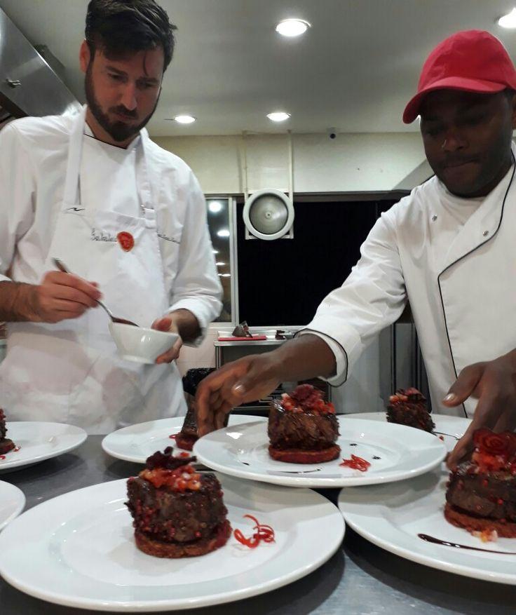 Preparativos primera cata del año en Gastroteca Cali