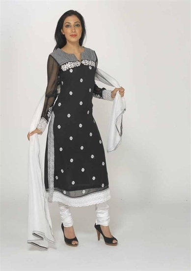 A chiffon black and white churidar suit in a lovely chifon mix fabric on a black chiffon base with white embroidery and patchwork.  There is a lace border on the hem of the kameez.  The back of the kameez is black with a centre print panel which starts from the shoulder down.   £49.99