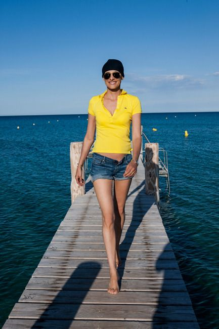 Inès de la Fressange still wears mini shorts and is gorgeous