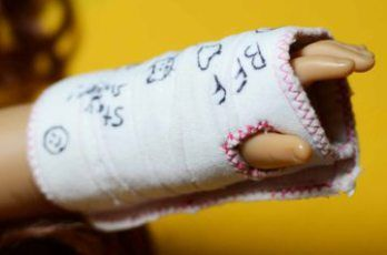 Tutorial: All Bandaged Up! arm cast for an 18″ doll – Sewing