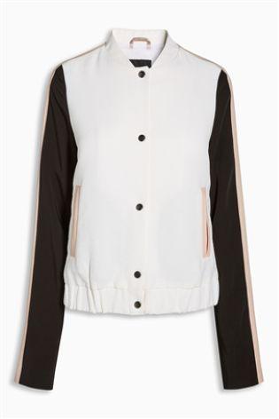 Белая университетская куртка с контрастными рукавами