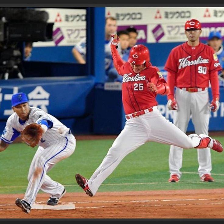 いいね!135件、コメント1件 ― Masayaさん(@masaya_gt_carp)のInstagramアカウント: 「新井さん走ってるんよねー?なんちゅー写真なんだ😁💦飛んでるか踊っとる💃一塁コーチ呆然😒 #新井さん#新井貴浩 #カープ#横浜denaベイスターズ #ベイスターズ」