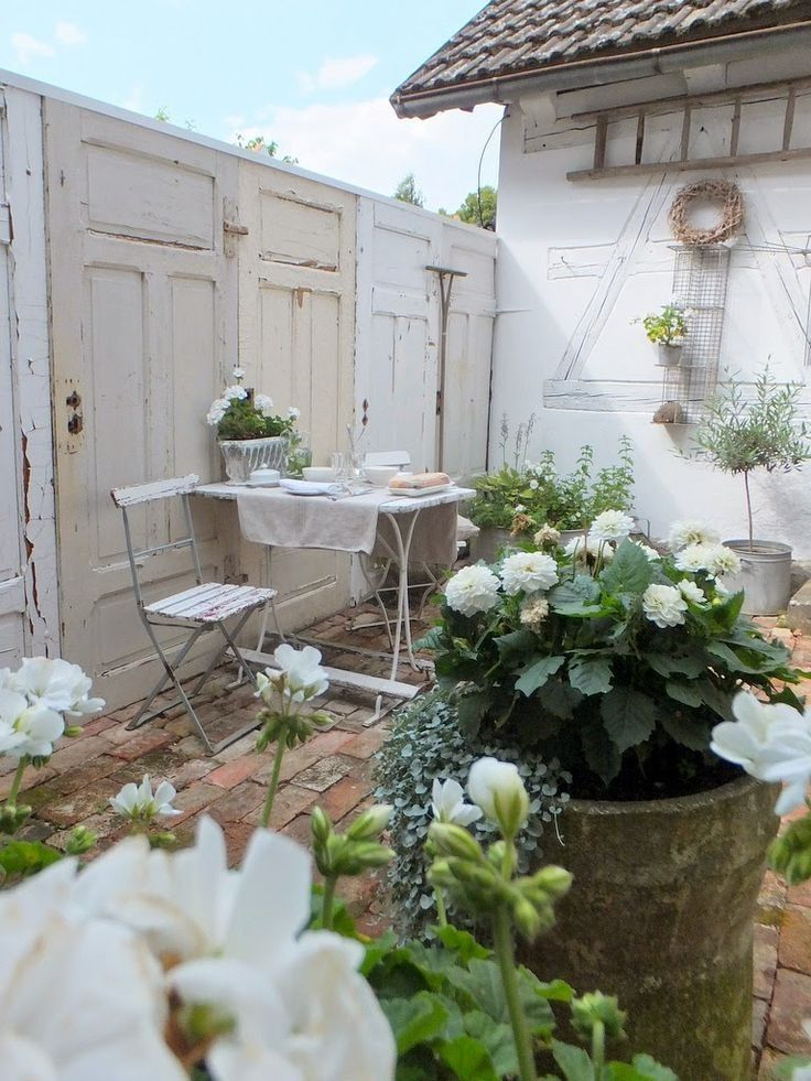 Lovely Little Patio Garden With All White Flowers The