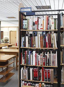 Księgozbiór podręczny DŻS w Czytelni Zbiorów Specjalnych BU UMK w Toruniu