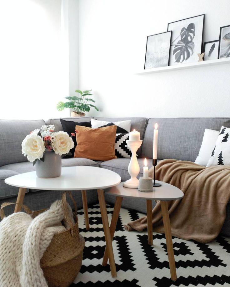 Du bist auf der Suche nach eine außergewöhnlichen Teppich, der aber einfach zu kombinieren ist? Dann ist der Handgewebter Wollteppich Kiyoko genau das Richtige für dich! Das Rauten-Muster ist gerade total angesagt und bringt moderne Akzente in Dein Wohnzimmer. Die Farb-Kombination Schwarz-Weiss sorgt dafür, dass der Teppich zu jedem Look kombiniert werden kann. Just perfect! // Wohnzimmer Teppich Ideen Einrichten Couchtisch Sofa #Wohnzimmerideen #Teppich #Couchtisch #Sofa #Skandi @peli_pecas