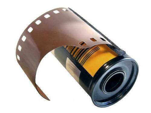 La pellicola per le macchine fotografiche che avevi sempre il terrore di bruciare quando la rimuovevi dalla macchina a rullino finito