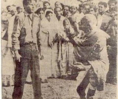 偉人たちの最後に撮られた写真 モハンダス・カラムチャンド・ガンディー(グジャラート語 グラジャラーティ文字表記:મોહનદાસ કરમચંદ ગાંધી、デーヴァナーガリー文字表記: मोहनदास करमचन्द गांधी、ラテン文字表記:Mohandas Karamchand Gandhi、1869年10月2日 - 1948年1月30日)は、インドのグジャラート出身の弁護士、宗教家、政治指導者。 マハトマ・ガンディー(=マハートマー・ガーンディー)として知られるインド独立の父。