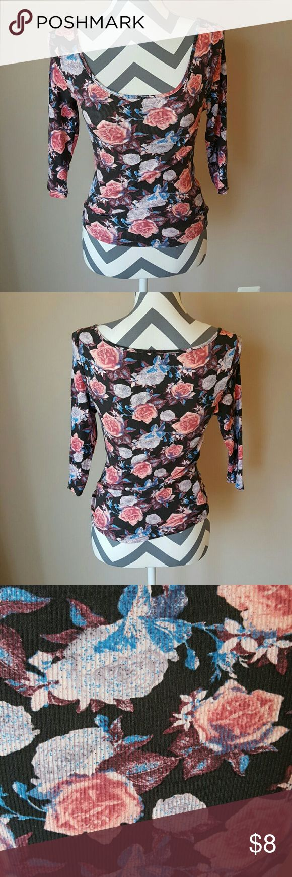 Floral Ribbed Top 3/4 Sleeves.  Form fitting with scoop neck.  Great condition. Mudd Tops
