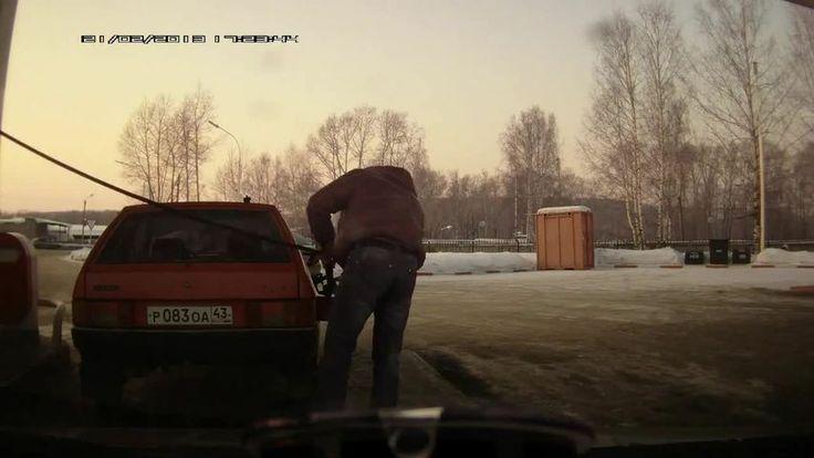 Como por em posição o seu carro num posto de gasolina a maneira russa - Vituku