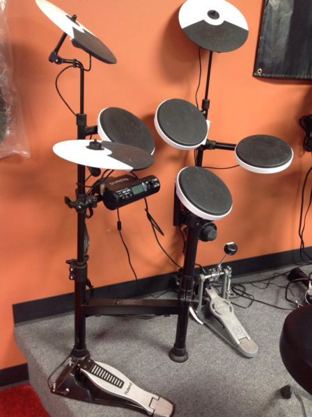 Roland TD-4KP Portable Electronic V-Drums, floor model. Only $525.00 (Kick Drum pedal not included.)
