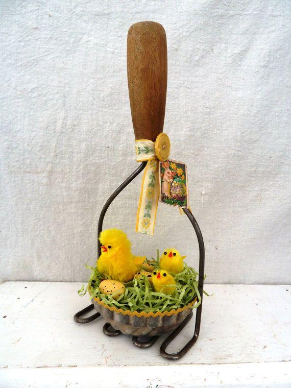 Primitive Easter Decor Vintage Tin Basket by Vikkisvintageworks, $16.50