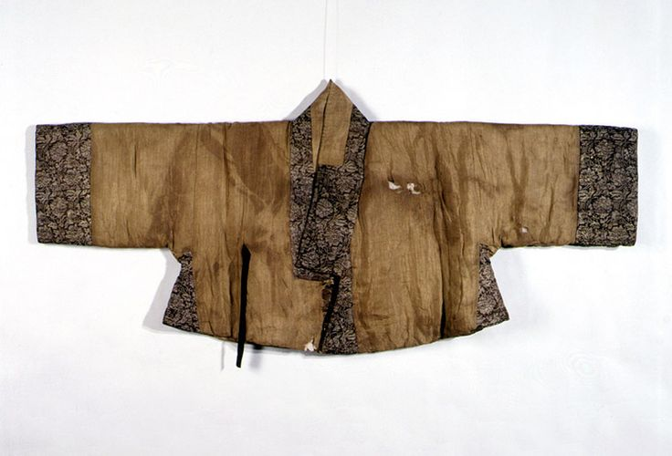 Clothing of Gwangju Yi Clan lady excated in Gwacheon