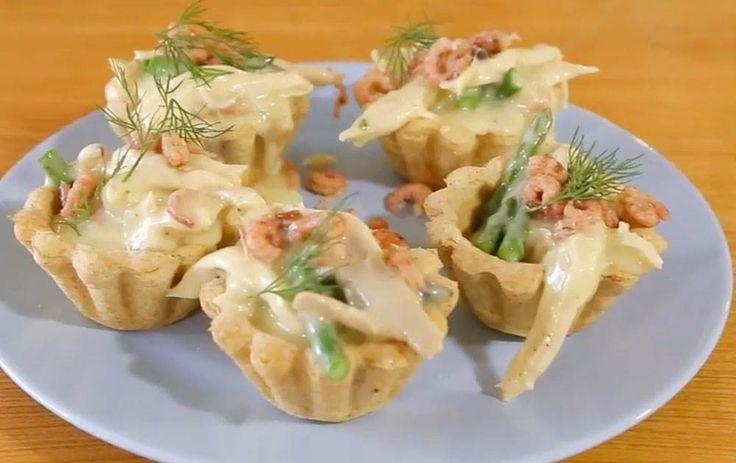Tarteletter med høns, asparges og rejer