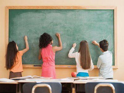 Clases dirigidas preferentemente a niños que están cursando el último ciclo de Primaria (5º y 6º). Es muy importante que los niños refuercen sus conocimientos en estos cursos, para que consigan una base sólida que les permita llegar preparados a secundaria. Las clases se imparten en grupos reducidos que permiten ofrecer una atención individualizada a cada niño.