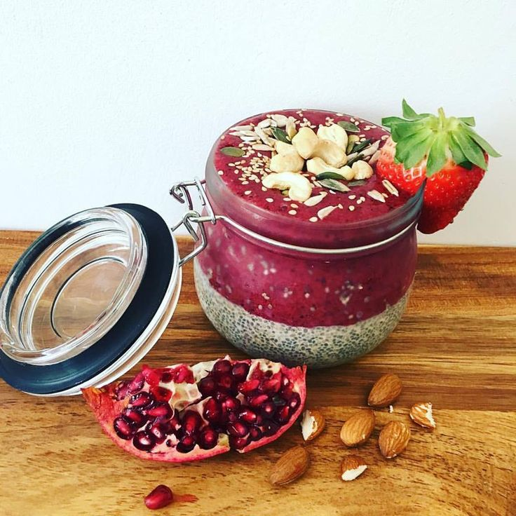 #Sophieschoicest - chiapudding with smoothie topping - danish recipe.