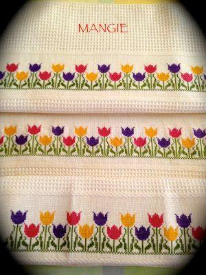 Detalle toallas punto de cruz tulipanes