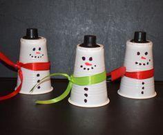 Schneemänner aus Plastikbechern basteln - auch als Adventskalender