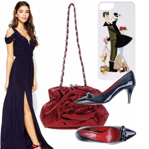 """Questo abito molto elegante è in blu navy, ho scelto delle decolletè con tacco medio per chi non ama i tacchi altissimi. La borsa floreale è così romantica non trovate. Tra i capelli ci vedrei bene una rosa che richiama una """"dolce"""" serata."""