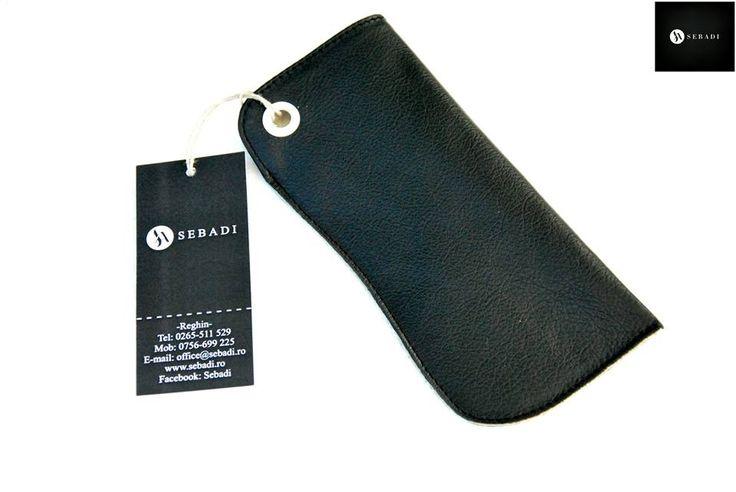 Husa pentru ochelari din piele naturala 2 -negru -captusita cu piele crem -capsa alba -dimensiuni: L=17cm l=8cm  PRET: 35 lei