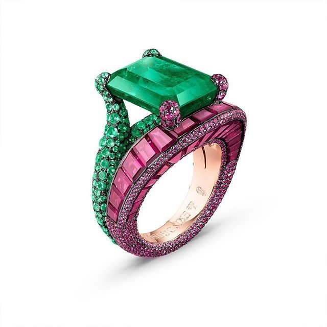 #deGRISOGONO vibrant High Jewellery piece, pink gold ring adorned by a collection of 30 baguette-cut rubies topped with an 8.74 carat emerald stone. #highjewelry #deGRISOGONOincannes