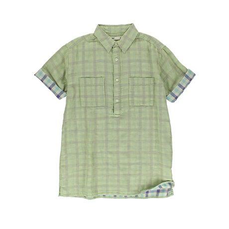 セブンデイズサンデイ(メンズ)のダブルガーゼチェック 半袖プルオーバーシャツダブルガーゼ生地で仕立てたシャツは、肌触りの優しい快適な着用感が魅力。両胸に配したポケットや艶やかなボタンも、シンプルながらカジュアルなポイントに。袖口をラフにまくったり、首元のボタンを開けてヌケを加えたりと、アレンジも自在。コーディネートの主役にもなれるチェック柄ながら、どんなアイテムとも相性良く着こなせる1枚。ワードローブの定番として、長く広く愛用できます。[型番:32166A10190]