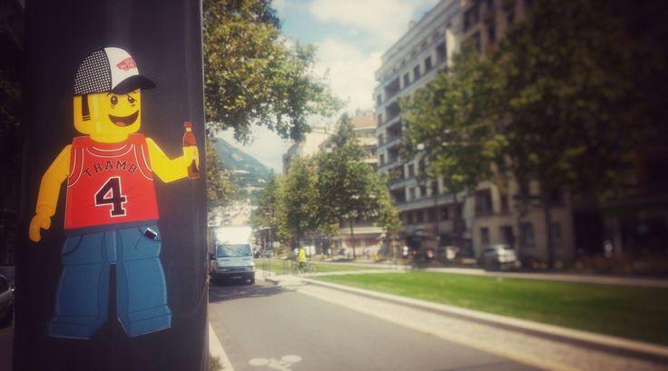 Drunk Lego - Sticker Street Art - Tramb