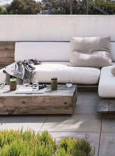 Salon de jardin réalisé avec des palettes de bois