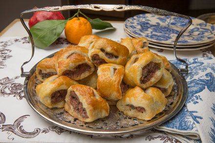 http://www.nytimes.com/2014/12/24/dining/a-sausage-roll-recipe-for-boxing-day.html?smid=fb-share