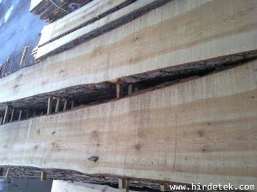 Borovi fűrészáru  Asztalosok figyelem, borovi fenyő szárított, szélezetlen 50mm vastag fűrészáru eladó