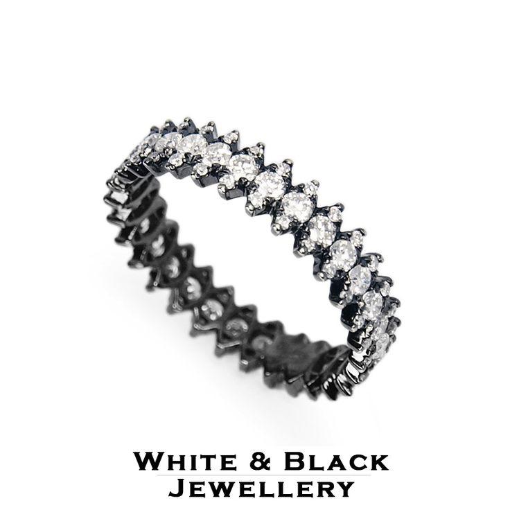 Körbe köves gyémánt gyűrű fehéraranyból, fekete ródium bevonattal - Diamond eternity gold ring with black coating