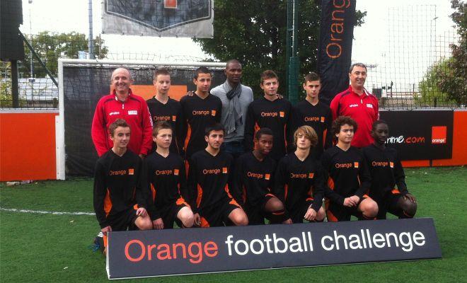 A l'Orange football challenge, de jeunes footballeurs girondins rencontrent Eric Abidal