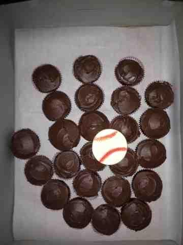 Gael's Crafty Treasures: Baseball glove cupcakes
