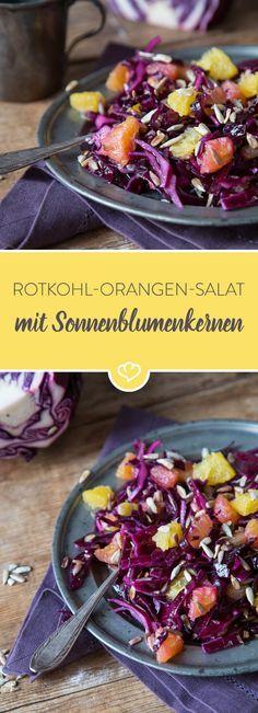 Eine Schüssel voll Farbenfreude bitte: Knackiger Rotkohl und Orangen werden mit gerösteten Sonnenblumenkernen zu einem fruchtig frischen Wintersalat.