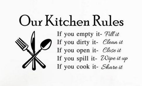 Kitchen rules -seinä-/sisustustarra. Hauska yksityiskohta esim. keittiön välitilaan tai kodinkoneen kylkeen.     Koko: 58cm x 29cm