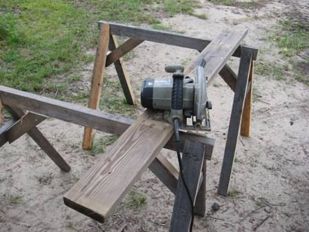 How to Build a Saw Horse: using this on the desk I am making!!