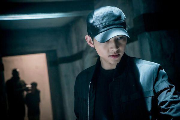 Big Boss Song Joong Ki mặc cây đen trông còn soái ca hơn cả khi mặc sơmi trắng - Ảnh 5.