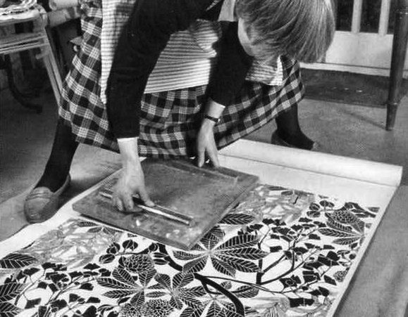 UK-based designer Marthe Armitage has been making her hand-blocked wallpaper for 40 years, using a century-old offset lithographic printing press and hand-cut lino blocks.