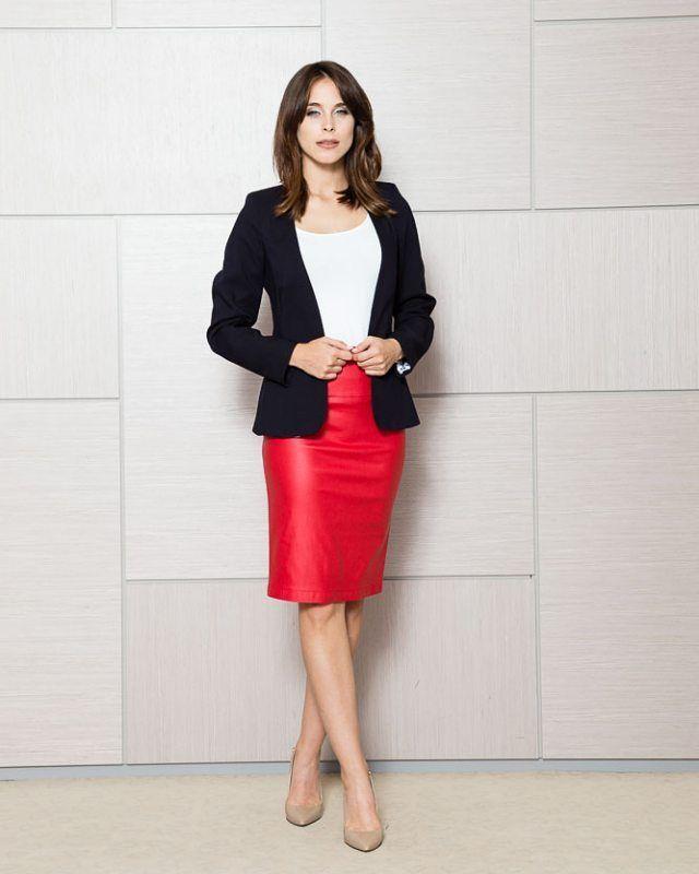Klasyczna spódnica ołówkowa w kolorze czerwonym  Krój spódnicy tuszuje niedoskonałości figury  -10%  http://ift.tt/2h2CL9n