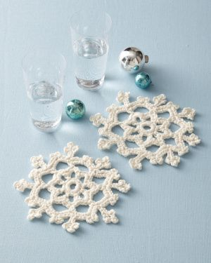 Free crocheted snowflake pattern... says it's easy...