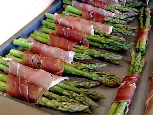 Prociutto asparagus - love this with a little sea salt, cracker pepper & balsamic vinegar and a little squeeze of lemon - yum, yum!