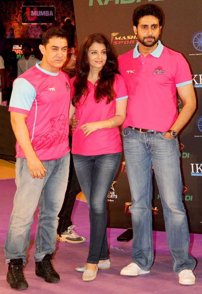 Aamir Khan poses with Aishwarya Rai Bachchan and Abhishek Bachchan at the Pro Kabaddi League opener. #Style #Bollywood #Fashion #Handsome #Beauty