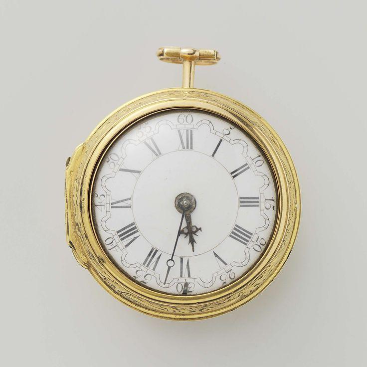 Anonymous | Horloge met de huwelijksvoltrekking, Anonymous, c. 1775 - c. 1800 | Gouden horloge met twee losse kasten. Op de platine gemerkt: Wilter London 3006. Op de losse gouden kast een figurale voorstelling in drijfwerk met de huwelijksvoltrekking. Een jonge man (gevolgd door een oude man) treedt voor een vrouw, waarachter een andere vrouw staat. Tussen de hoofdfiguren een hond. De tweede losse kast is van schildpad op koper. In de kast op een ingeplakt groen papier: H.C. Fehr…